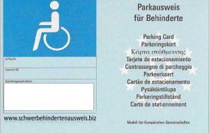 Blaue Parkkarte für Behindertenparkplatz